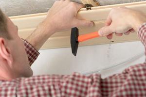 Альтернатива натяжным потолкам: как замаскировать плохой потолок в квартире