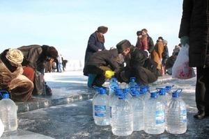 Как нужно набирать святую воду на Крещение, а потом хранить и пить, чтобы привлечь в дом благосостояние