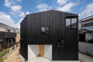 """В Японии построили """"трехэтажный дом"""", в котором на самом деле 16 этажей: как он выглядит внутри"""
