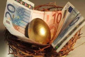 Бабушка рассказала, что нужно делать с крашеными яйцами на Пасху, чтобы в доме водились деньги