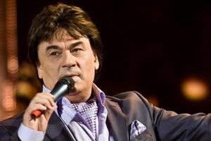 Певца Александра Серова ранили в перестрелке и увезли в больницу