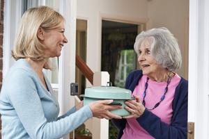 Желая поддержать соседку на карантине, Люба приготовила обед на всю ее семью. Позже соседка попросила ее больше не делать этого