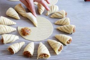 Быстрые пирожки с яблоками и орехами: порадуют не только бесподобным вкусом, но и эффектным видом