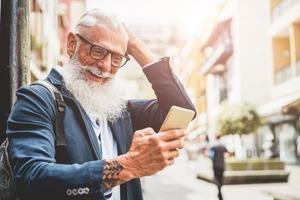 Любят одиночество и ждут пенсию, как манну небесную: знаки зодиака, которым суждено быть счастливыми в старости