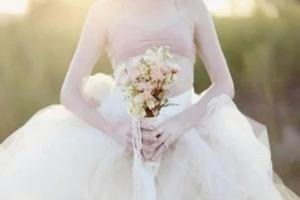 Будущая свекровь наступила на ногу невесте и подала клочок бумаги. Девушка сразу же решила отменить свадьбу