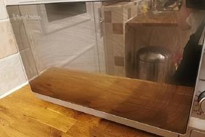 Микроволновка сверкает чистотой: домохозяйка рекомендует холодный чайный пакетик