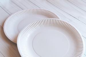 Фирменные подарочные коробки делаю из одноразовых тарелок: мастер-класс