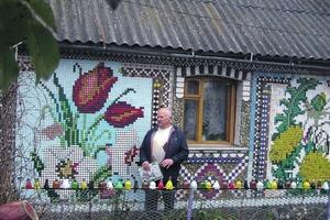 Соседи целый год помогали односельчанину собирать крышки от бутылок: сегодня его домом любуется весь мир (фото)