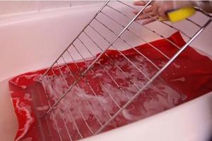 Решетку для духовки всегда чищу в ванной. Делюсь простым методом