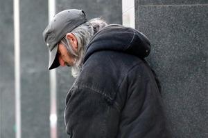 Женщина помогла бездомному, а он пропал. Через 14 лет случилась новая встреча