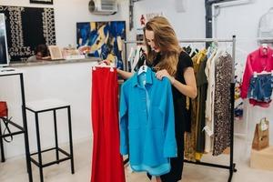 В бутике мерила платье и наслаждалась тем, как оно меня стройнит. Большой обман магазина я раскусила, когда надевала его на работу и поняла,