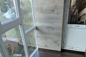 Муж решил обшить лоджию ламинатом и установить панорамное окно (результат)