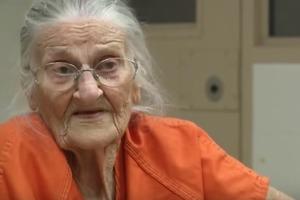 94-летняя старушка не могла платить за квартиру. Бабушку арестовали