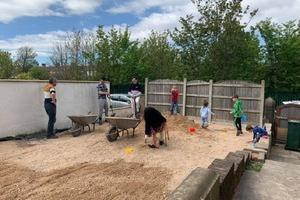 Семья с 22 детьми превратила свой двор в шикарную игровую площадку: понадобилось лишь двое суток