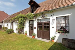 Мужчина получил в наследство 200-летний старый фермерский дом. Съездив на заработки, он восстановил его, превратив в роскошное жилище