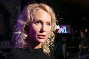 С Кати Гордон требуют почти 200 000 рублей за не оказанную ее юридической фирмой услугу