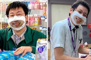"""Каждый сотрудник японского магазина носит специальную маску """"улыбки"""", чтобы выглядеть более дружелюбно"""