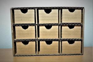 Сделала из картонной коробки удобный органайзер для хранения мелочей: фото по шагам с описанием