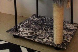 Сделала для кота удобную этажерку. Для него там есть все: место для отдыха, для игр и даже когтеточка
