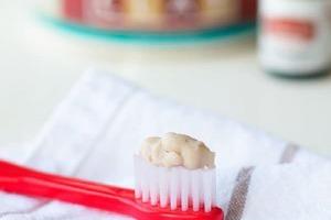 Два года не чистила зубы покупной пастой, и стоматолог сказал, что они здоровы: секрет в домашней глиняной пасте с корицей (рецепт)