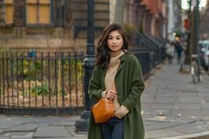 Грядет прохладная погода: как носить теплый свитер, чтобы быть стильной и не выглядеть старомодно (наглядные примеры)