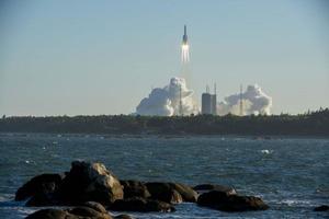 Китай запустил крупнейшую космическую ракету-носитель для грядущих исследований Луны