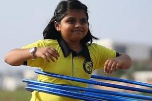 """Четыре юных """"хула-хупера"""" из Индии побили мировые рекорды Гиннесса (видео)"""