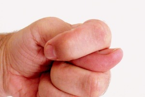 Кукиш убережет от недоброжелателей и негатива: мудрая примета славян