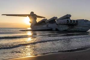 """Один из уникальных советских самолетов - экраноплан """"Лунь"""" - стал туристической достопримечательностью в Дагестане"""