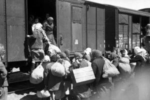 """Зачем во время войны немцы обещали евреям """"хорошую работу"""" на фабриках (ловкая хитрость, которая приводила к трагедиям)"""
