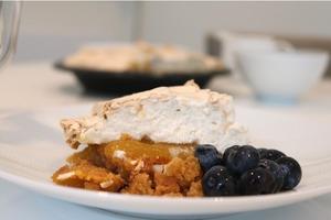 Я никогда не пеку торты, но тут решила сделать манговый пирог с безе: рецепт составила сама
