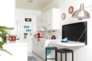 Для нашей маленькой кухни сделали сами откидной стол: получилось не только экономно, но и стильно