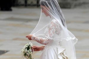 """Кейт Миддлтон рассказала, что плакала накануне свадьбы с принцем Уильямом из-за """"длинного носа"""" журналистов"""
