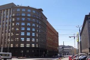 Сейчас здание ФСБ на Лубянке выглядит так, а раньше возле него были магазины для богачей: фото 1913 года, на котором все совсем по-другому