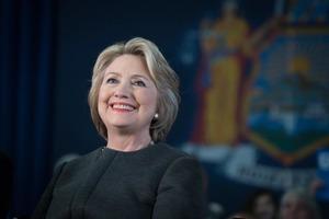Виртуальное чаепитие с Хиллари Клинтон и разговор с астронавтом. Аукцион Sotheby's запускает благотворительную акцию и добавляет необычные л
