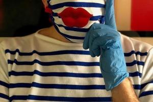 Жан-Поль Готье создал дизайнерские маски в необычном стиле: теперь защита приобретает новый смысл
