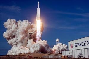 """Илон Маск """"возрождает"""" полеты американцев в космос: SpaceX уже на пороге запуска ракеты с двумя космонавтами"""