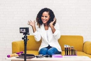На карантине решила заняться развитием канала на YouTube, друг-блогер дал 5 советов для повышения дохода: от ключевых слов до рекламы