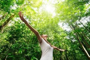 Благодарите и вспоминайте любимые места: психологи рассказали, как увеличить связь с природой во время карантина