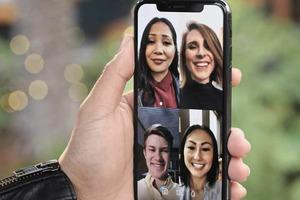 """Пользователи уже оценили: социальная сеть """"ВКонтакте"""" запустила видеозвонки, в которых могут участвовать до 8 человек"""