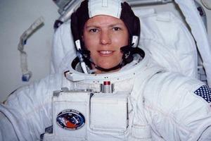 """""""Я опущусь на дно морское, я поднимусь под облака"""": рекорды женщины-космонавта из США Кэти Салливан"""