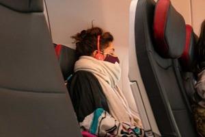 Выбор места у окна может помочь снизить риск заболеть во время путешествия самолетом