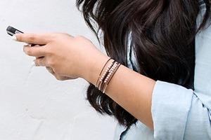 Сама сделала красивый многослойный браслет: очень стильно смотрится, сочетается с другими украшениями, и делать его просто