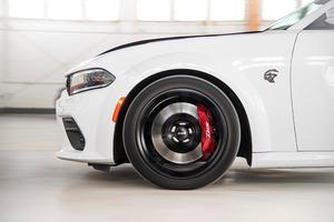 Под капотом - мощный турбодвигатель: Dodge показал новый самый быстрый серийный седан 2021 Dodge Charger SRT Hellcat Redeye