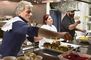 Джон Бон Джови открыл третий ресторан, чтобы кормить бесплатно бездомных людей