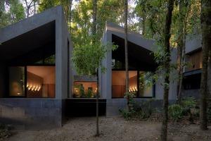 Что будет, если построить дом из серого вулканического камня? Может получиться такая красота