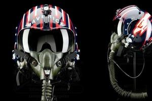Знаменитый шлем Круза, камера Хичкока и другие реквизиты из фильмов будут выставлены на аукционе в Лос-Анджелесе