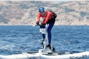 Будто из будущего: принцесса Монако покорила поклонников своим водным велосипедом