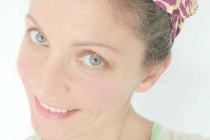 Сделала очень удобную и милую повязку для волос на проволоке: она хорошо держится и подходит к разным образам