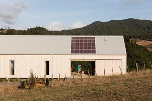Архитектурная фирма собрала просторный жилой дом в Новой Зеландии всего за 4 дня: работники избегали расточительных и трудных строительных п